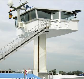Een stuurhuislift op een binnenvaartschip